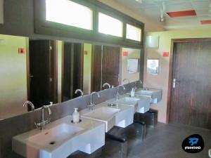 baños compartidos albuergue villanúa
