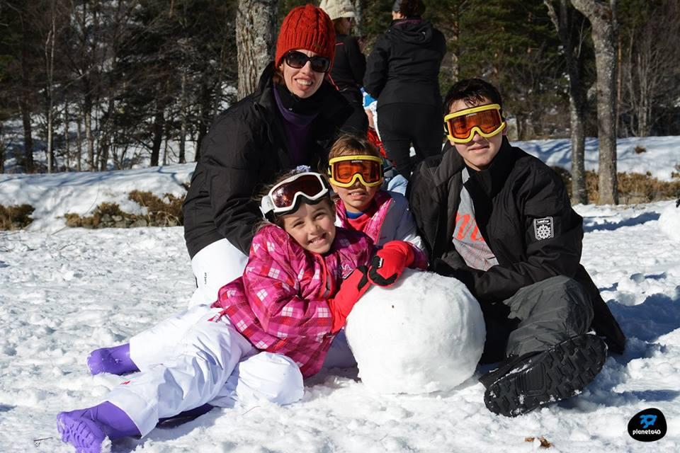 con niños en la nieve