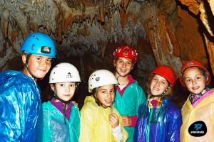 Jóvenes robinsones en la cueva artica